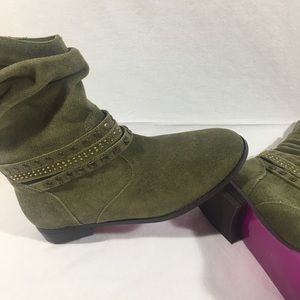 Ankle Boots 8.5M Olive w/ Gold Studs